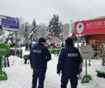 Policjanci na stoku w Ustrzykach Dolnych